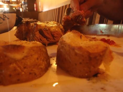 Bife de Chorizo com batatas recheadas do Rafa