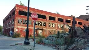 Um dos vários prédios abandonados de Detroit